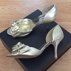 """Steve Madden 3.5"""" Gold Heel - Like New"""